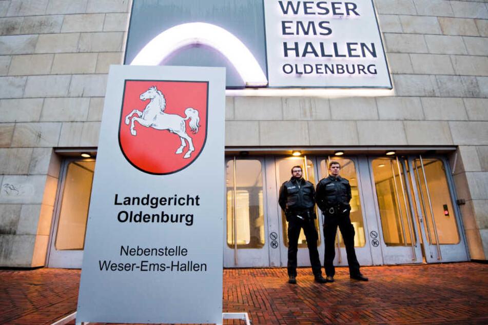 Der Prozess vor dem Landgericht Oldenburg wurde in die Weser-Ems-Hallen verlegt.
