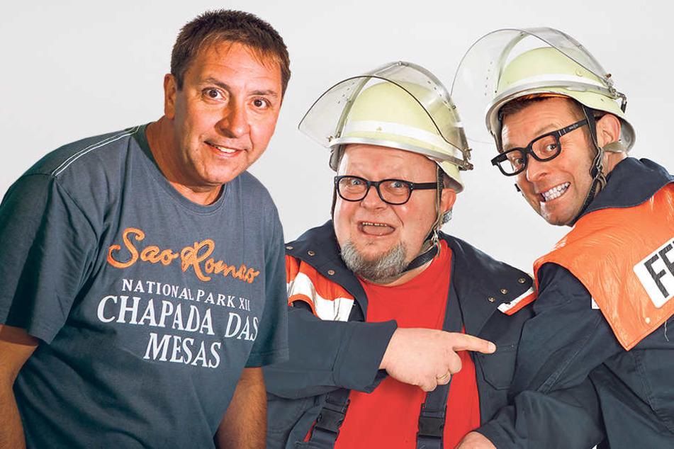 """Thomas Böttcher (l.) hat gut strahlen: Nach seinem Rauswurf beim Radio macht er jetzt eben Karriere beim """"Radeberger Biertheater"""" (hier mit Schauspieler-Kollegen Thomas Rauch und Holger Blum, v.r.)."""