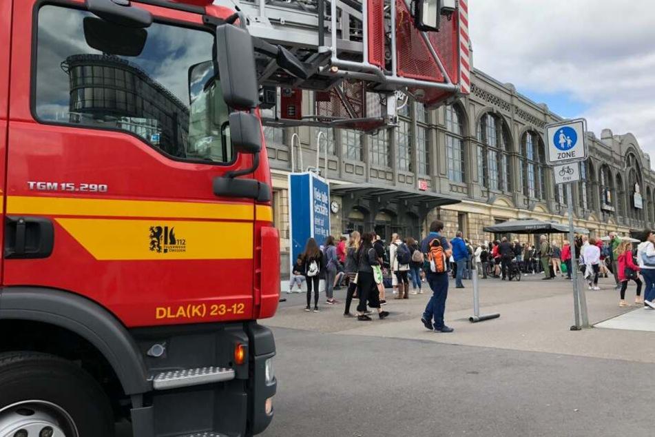 Die Feuerwehr war sofort mit einigen Löschzügen vor Ort.