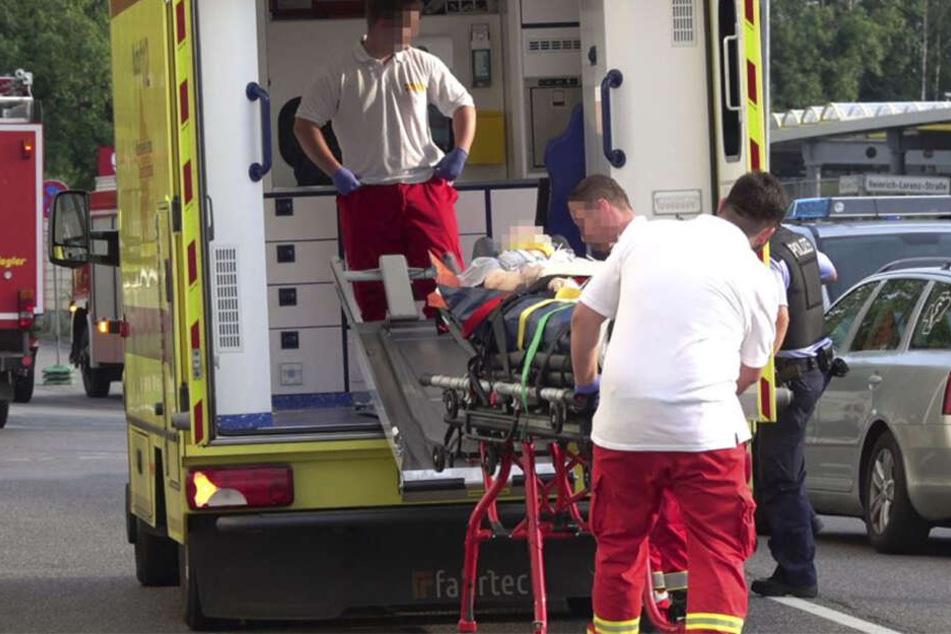 Der verletzte Opel-Fahrer musste in ein Krankenhaus gebracht werden.