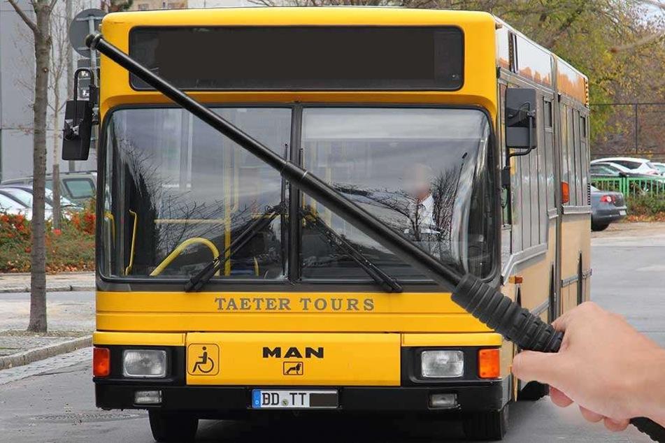 Wegen Kaugummi! Busfahrer mit Teleskop-Schlagstock verprügelt