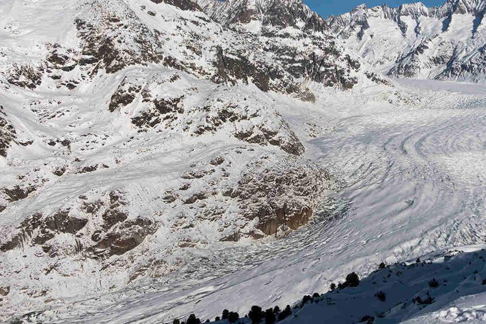 Weil in den Schweizer Alpen ein Gletscher-Abbruch droht, mussten 150 Menschen ihre Häuser verlassen.