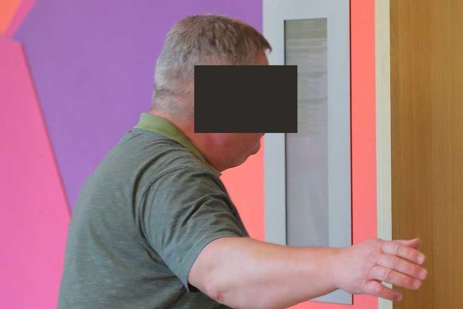 Bernd M. (59) musste wegen eines kleinen Messers vor den Amtsrichter.