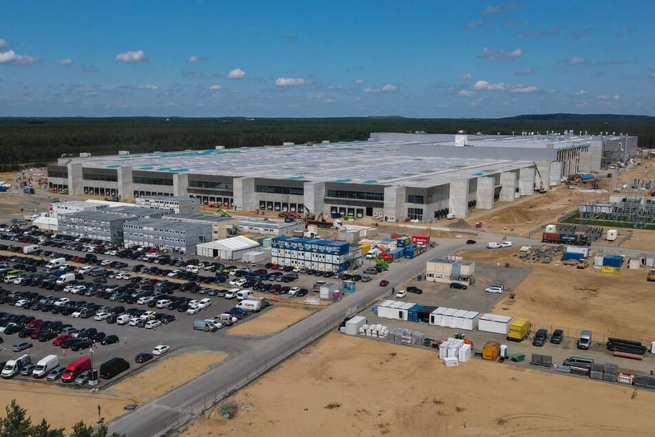 Die Baustelle der Tesla-Gigafactory in Grünheide bei Berlin. Der US-Konzern könnte voraussichtlich Ende 2021 den Betrieb seiner ersten Fabrik in Europa aufnehmen.