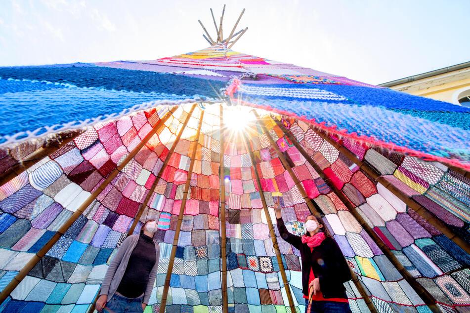 Urban Knitting in Niedersachsen! Strick-Tipis aus 12000 Quadraten sollen mobile Kulturorte werden