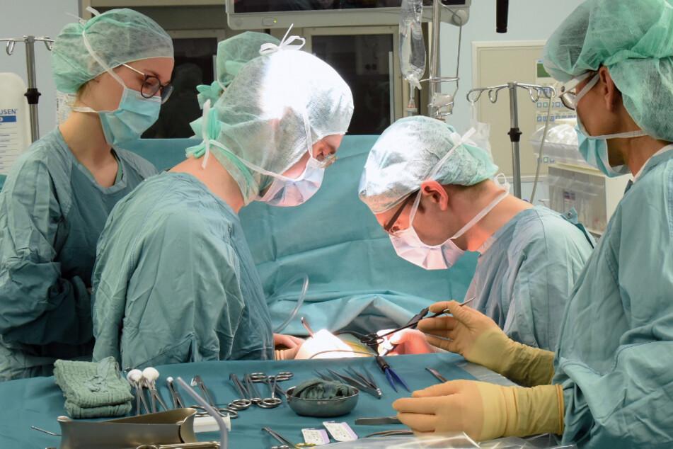 Das Klinikum Stuttgart sagt aufgrund des Coronavirus alle planbaren Operationen ab.