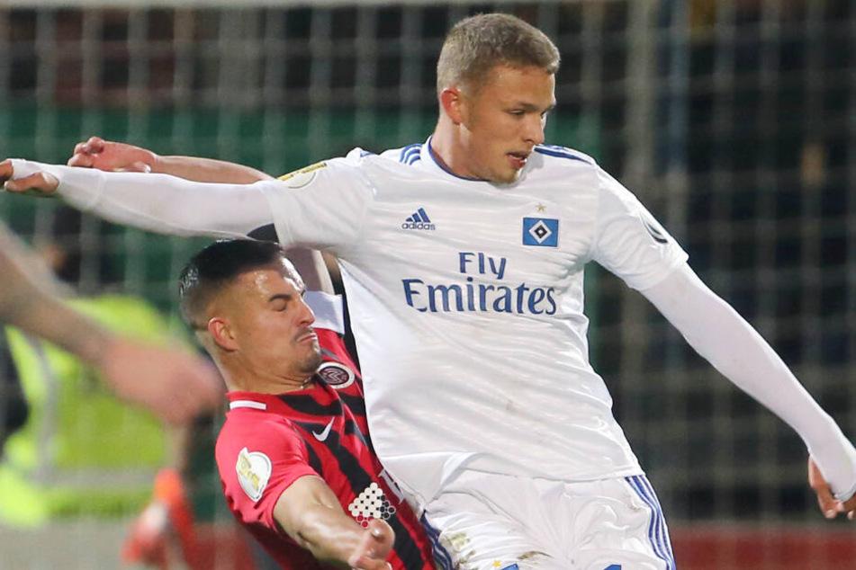 Aktuell schnürt Stürmer Jann-Fiete Arp noch für den Hamburger SV seine Fußballschuhe.