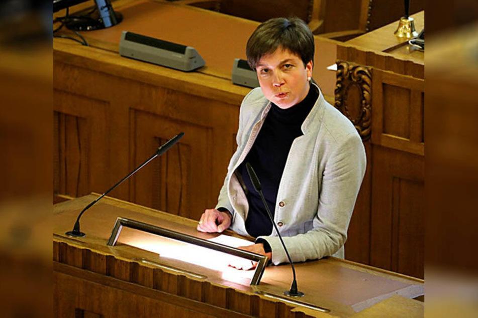Verbindliche Regeln, um das Alter von jungen Flüchtlingen zu bestimmen, fordert Stadträtin Almut Patt (49, CDU).