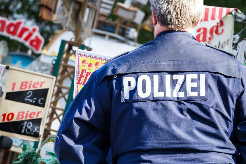 Polizei kann aggressive Meute kaum beruhigen! Frau zettelt auf Fest Schlägerei an und verursacht Kettenreaktion