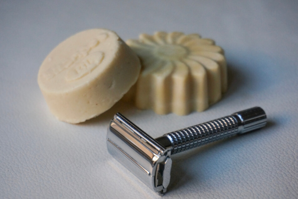 Rasierhobel, festes Shampoo, Bienenwachstücher, wiederverwendbare Abschmink-Pads und andere kleine Alltagshelfer sind eine super Geschenk-Idee.