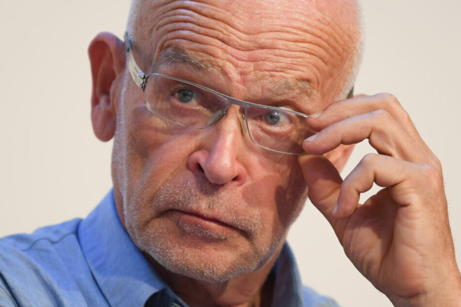 Günter Wallraff hatte sich bei einem Fahrradsturz schwer verletzt.