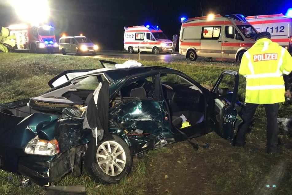 Die Insassen der Autos wurden schwer verletzt.