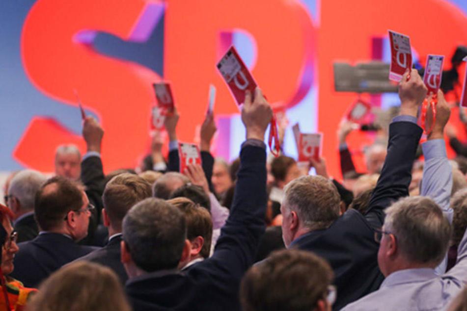 In Bonn stimmten SPD-Delegierte für die Neuaufnahme von GroKo-Verhandlungen.