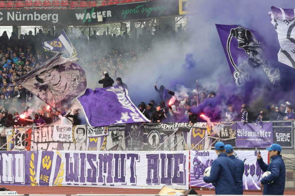 In der Partie beim 1. FC Nürnberg am 15. April wurde im Auer Fanblock mehrfach Pyrotechnik gezündet.