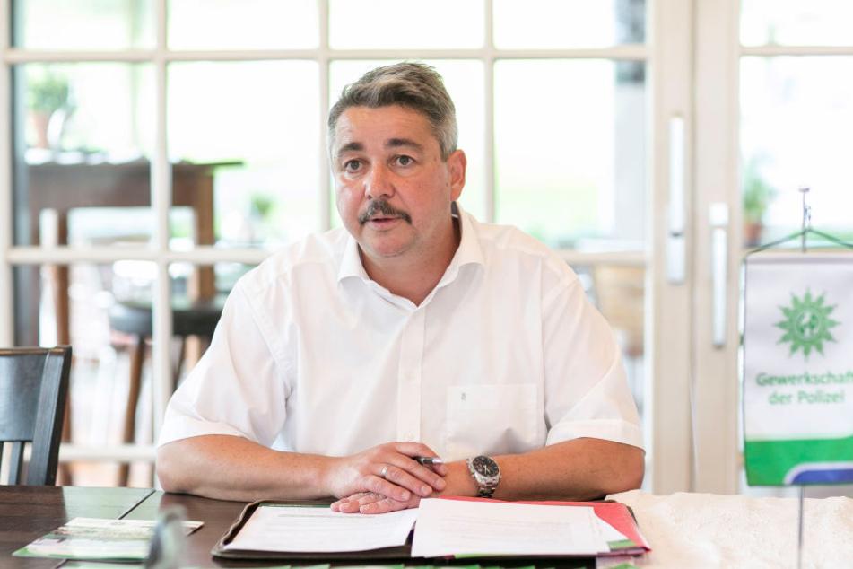 Droht mit Zinsforderungen: GdP-Sachsen-Chef Hagen Husgen (52).