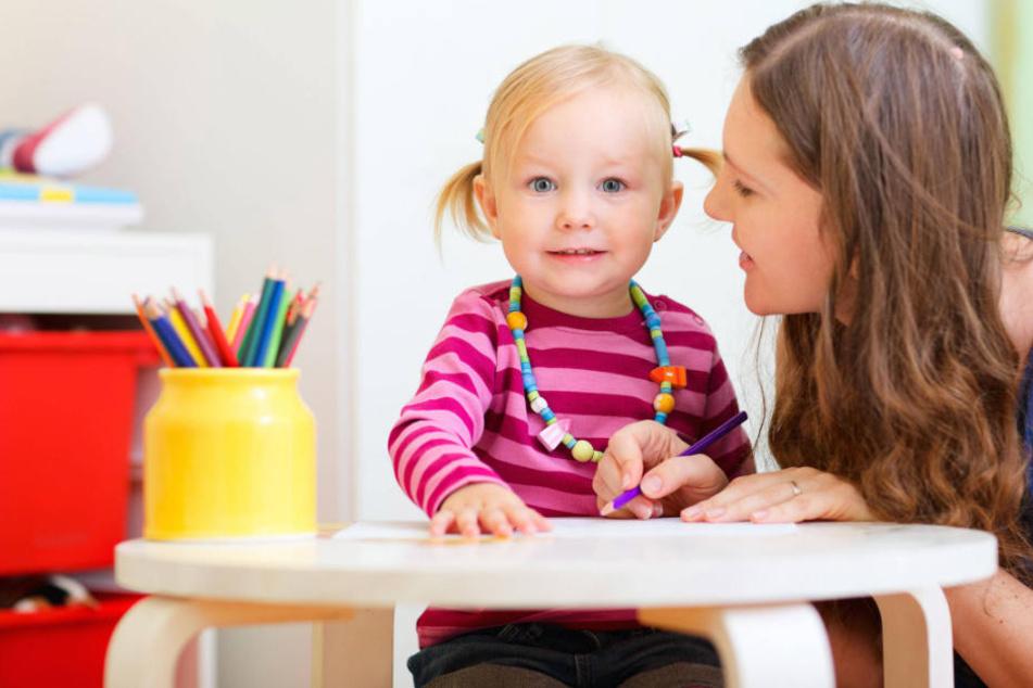 Vorsicht! Betrüger zocken Babysitter mit fieser Masche ab. (Symbolbild)