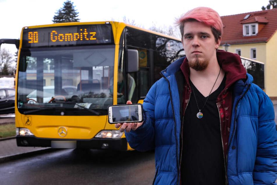 Peter Dörffel (23) zeigt das Foto, das er mit seinem Smartphone schoss.