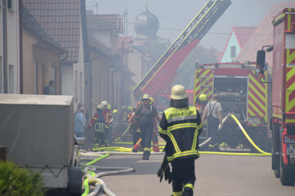 Einsatzkräfte der Feuerwehr vor Ort.