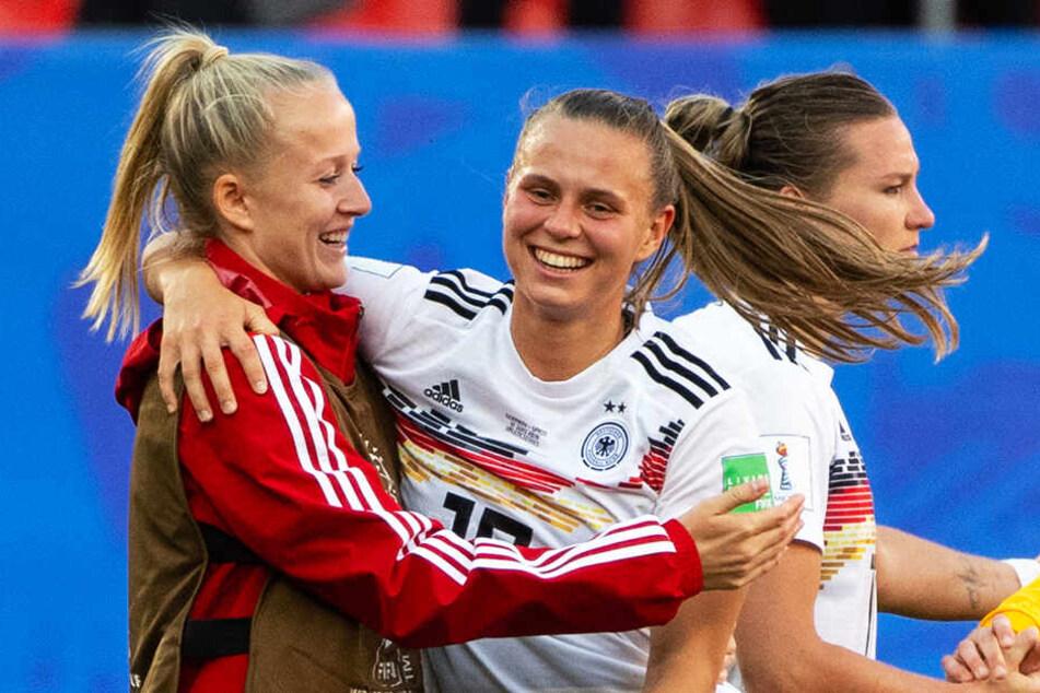 Hans Sarpei gibt ein klares Statement für den Frauenfußball ab.