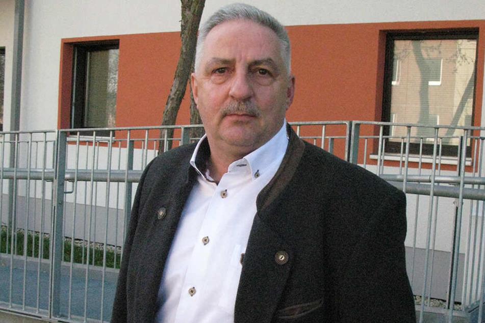 Sorgte für schnelle Notunterkunft: Oberbürgermeister Manfred Deckert (58, SPD).