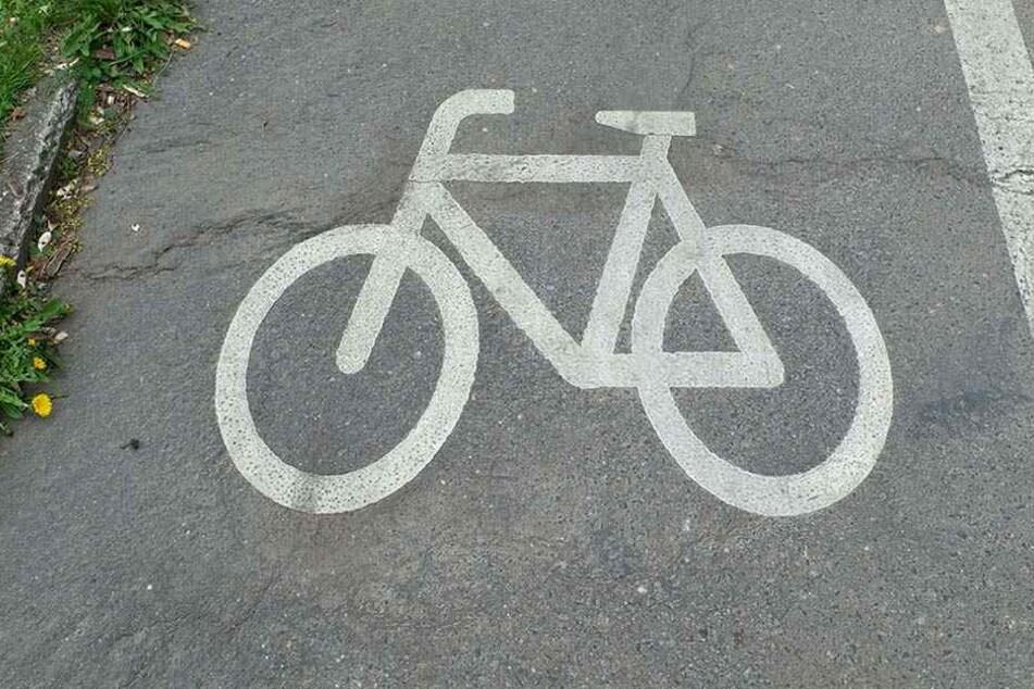 Der Notarzt konnte nur noch den Tod des 74-jährigen Radfahrers feststellen. (Symbolbild)