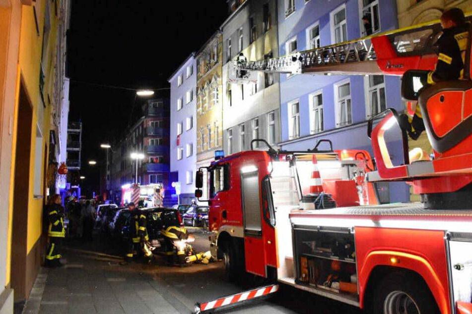 Großeinsatz der Kölner Feuerwehr: Wohnungsbrand in Neustadt-Süd