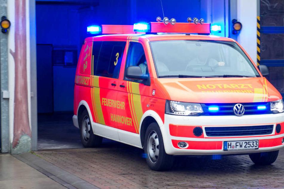 Der Rettungsdienst konnte den tödlich verletzten Radfahrer nicht retten (Symbolbild).