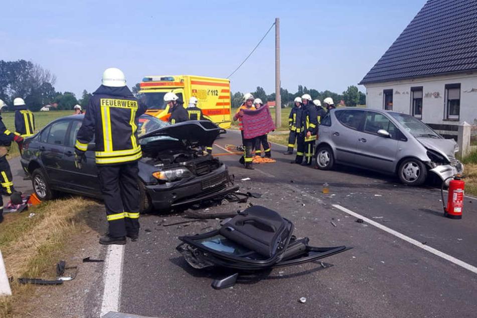 Schwerer Crash: Autos rasen frontal ineinander