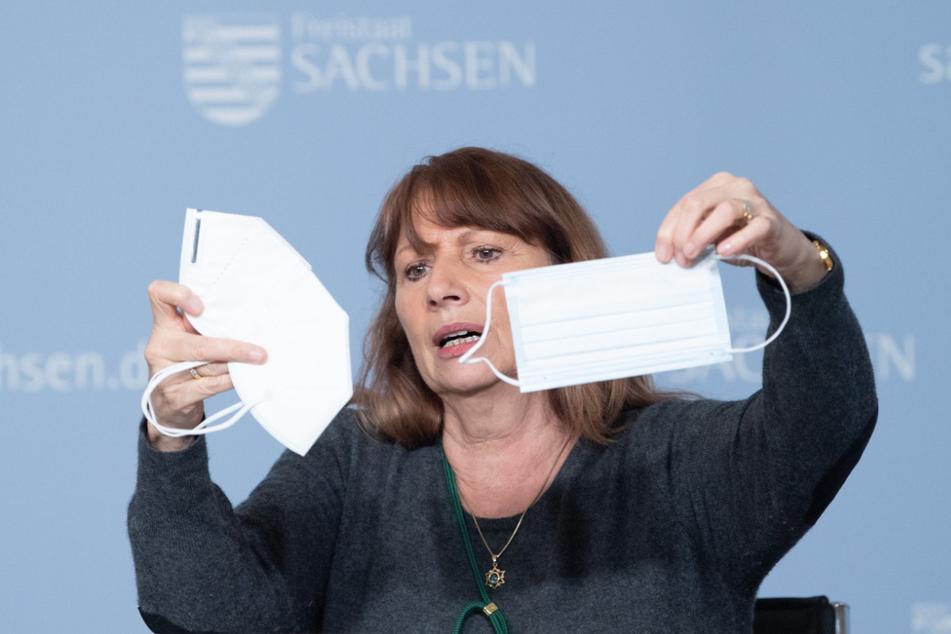 Maske auch im Auto tragen, Sachsens Gesundheitsministerin, Petra Köpping (62, SPD), hat es angeordnet, hielt sich aber selbst nicht daran.