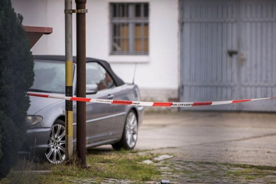 Auf dem Hof seiner Werkstatt wurde Johann S. zwischen Autos tot aufgefunden.