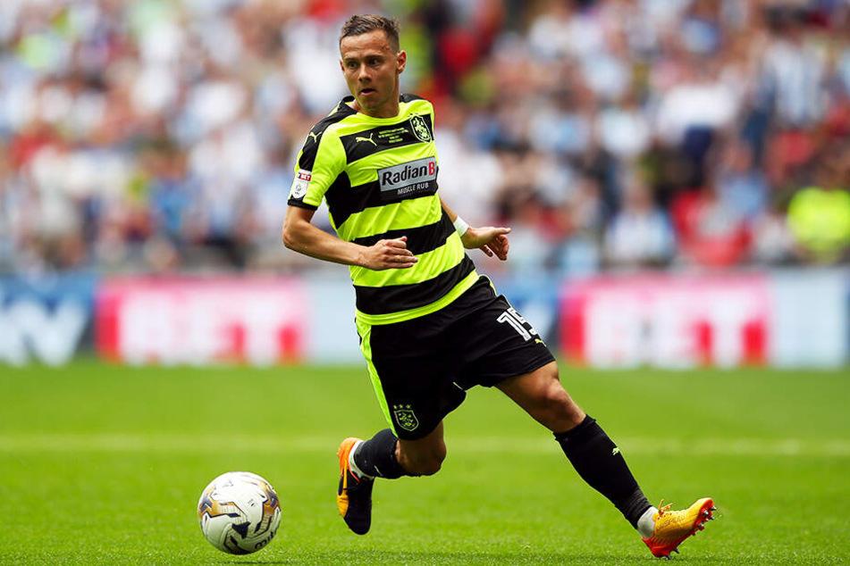 Der Ex-Chemnitzer und Dortmunder Chris Löwe ist mit Huddersfield Town aus der Premier League abgestiegen.