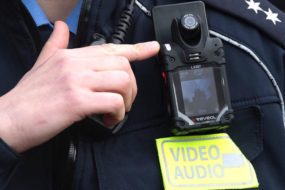 Derzeit testen Polizisten Bodycams in Leipzig und Dresden - es gelten strenge Regeln.