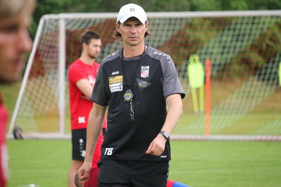Cheftrainer Thomas Brdaric wird am Sonntag mit seiner Mannschaft nicht in Auerbach auflaufen.
