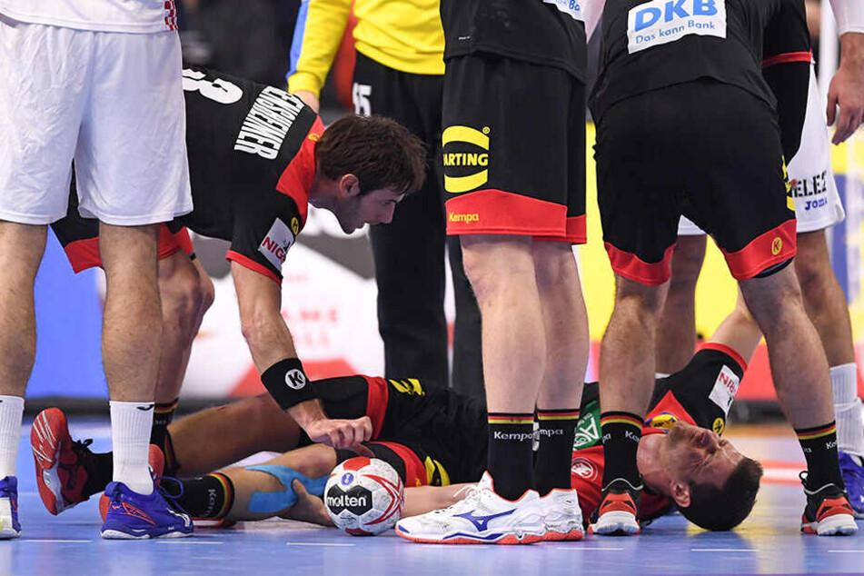 Ganz, ganz bitter. Deutschlands Martin Strobel fällt wegen einer schweren Knieverletzung für den Rest der Handball-Weltmeisterschaft aus.
