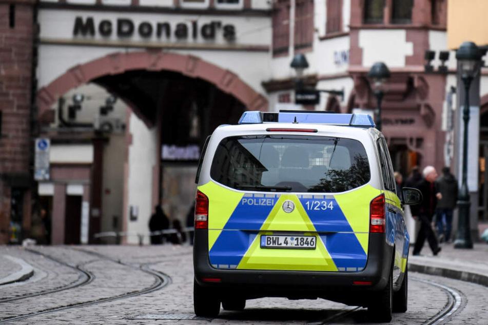 Die Polizei nahm im Zuge der Gruppenvergewaltigung in Freiburg den nächsten Tatverdächtigen fest. (Symbolbild)