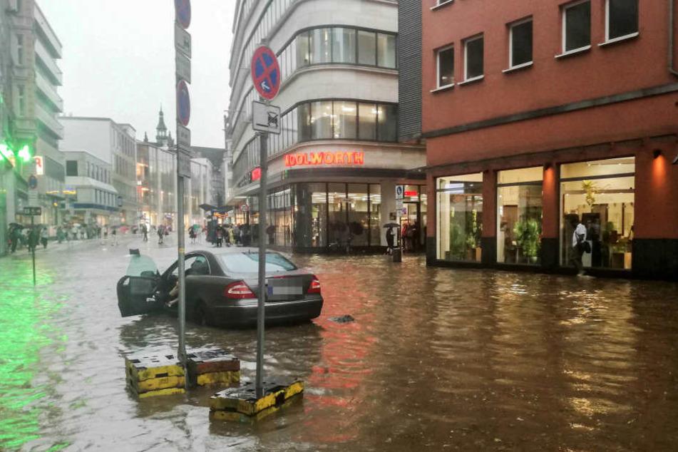 Überflutete Straßen gab es nicht nur in Wuppertal.