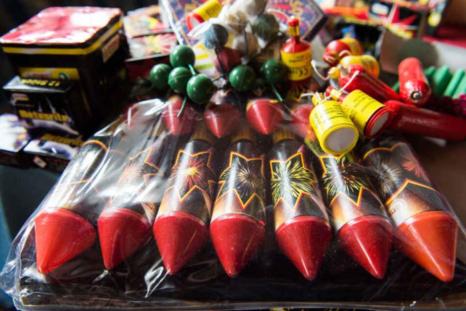 Der Vogtländer hatte insgesamt mehr als 200 Stück illegalen Feuerwerks dabei. (Symbolbild)