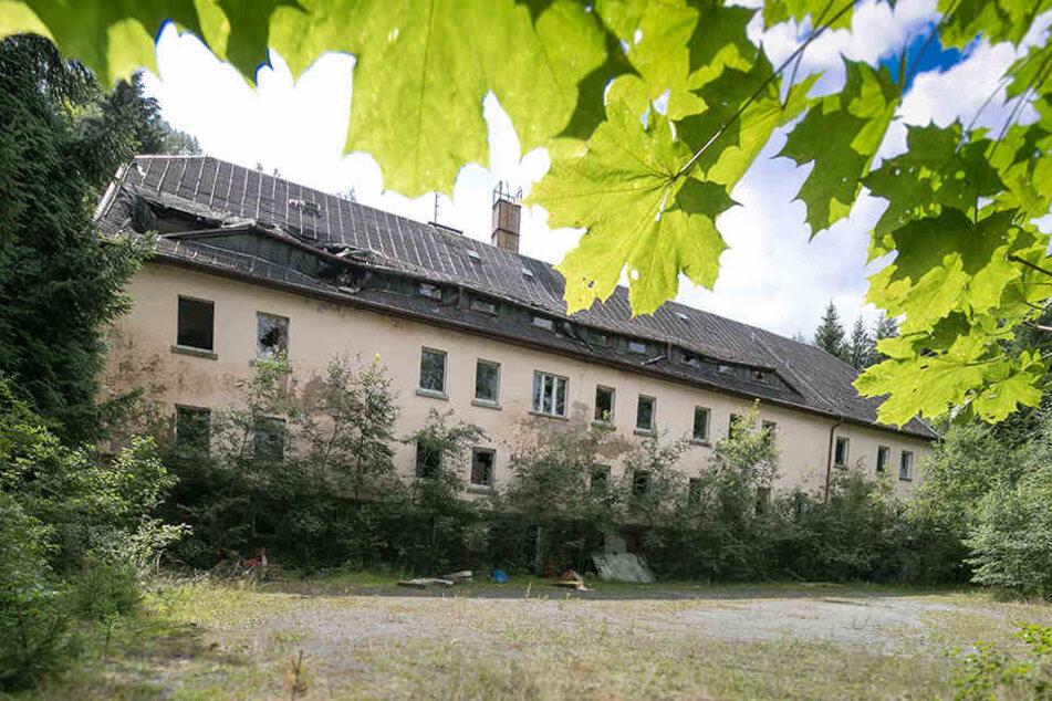 Seit 2004 ist die einstige Jugendherberge geschlossen, gammelt vor sich hin. Alte Unterlagen fehlen.