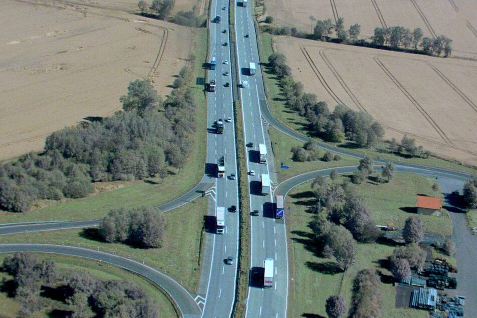 Der Polizeihubschrauber war über der Autobahn 72 unterwegs und beobachtete speziell den Lkw-Verkehr.
