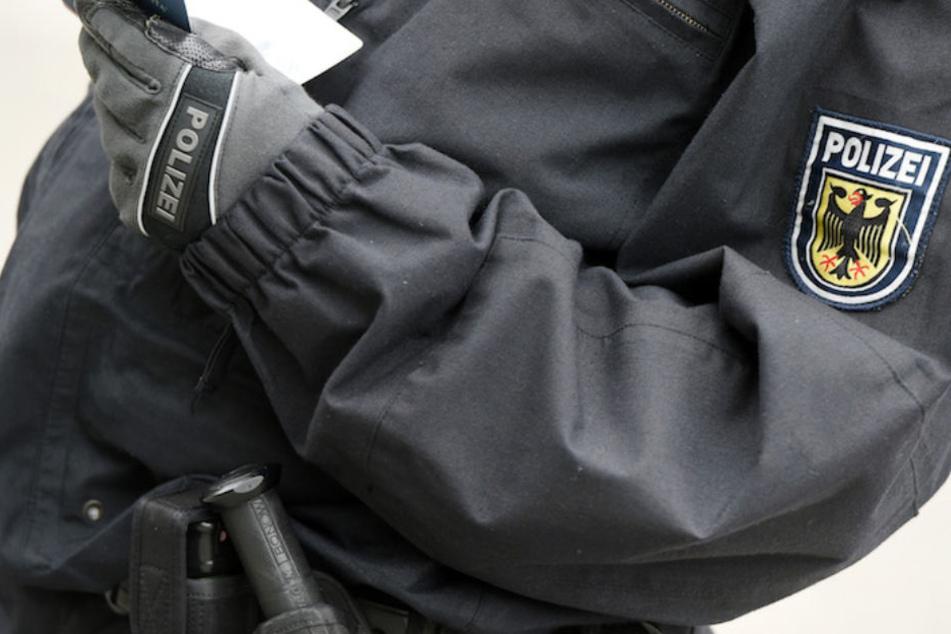 Dreiste Masche! Supermarkt-Räuber geben sich als Bundespolizisten aus