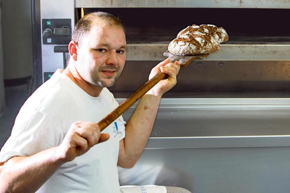 Bäckermeister Marcel Müller kreiert gern Brot-Spezialitäten. Raffinierte  Ciabatta-Variationen hat er auch im Sortiment.
