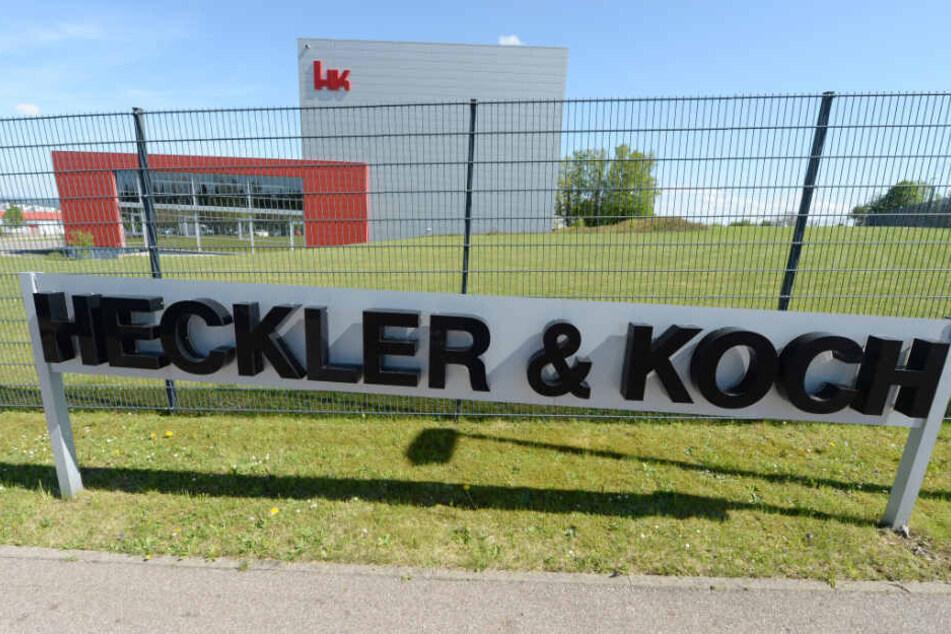 Das Logo des Waffenherstellers Heckler & Koch am Stammsitz in Oberndorf.