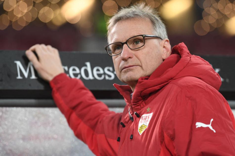 """Für ihn sind die kommenden Aufgaben des VfB ein """"hartes Paket"""": Manager Michael Reschke."""