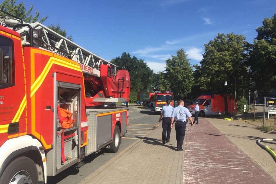 Nach Brand: Feuerwehr kämpft an Uni Bielefeld gegen Rauch