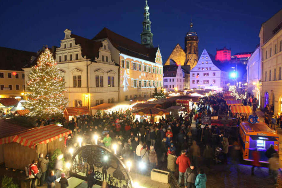 Weihnachtsmarkt Noch Geöffnet.Alles Andere Als Normal Pirnas Weihnachtsmarkt Ist Immer Noch