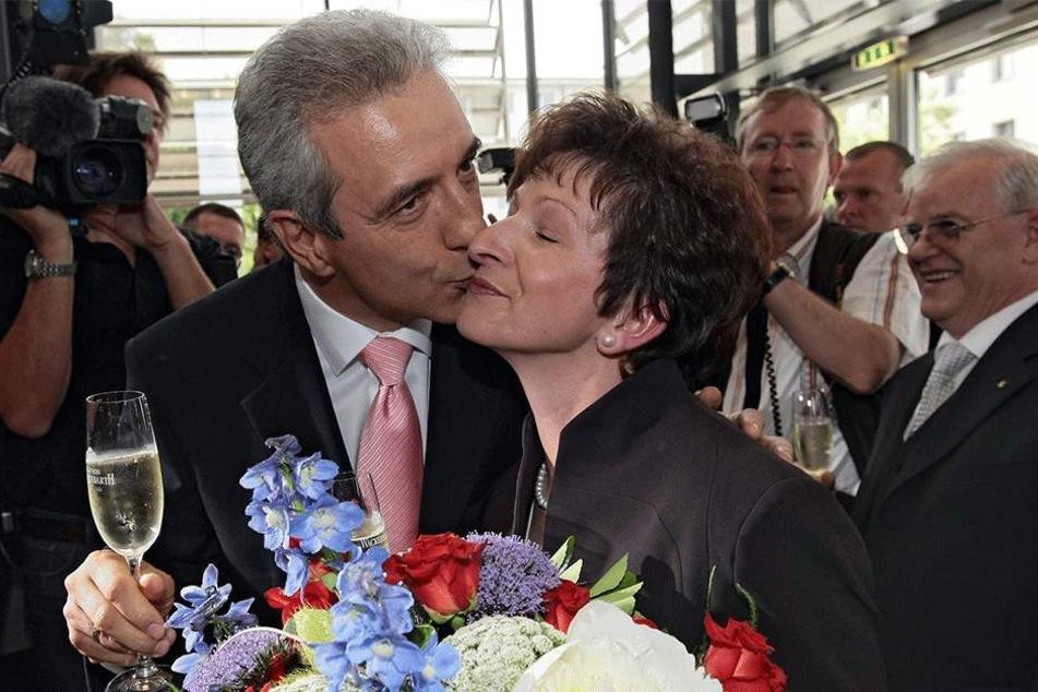Küsschen für Ehefrau Veronika: Stanislaw Tillich nach seiner Wahl zum Ministerpräsidenten im Mai 2008.
