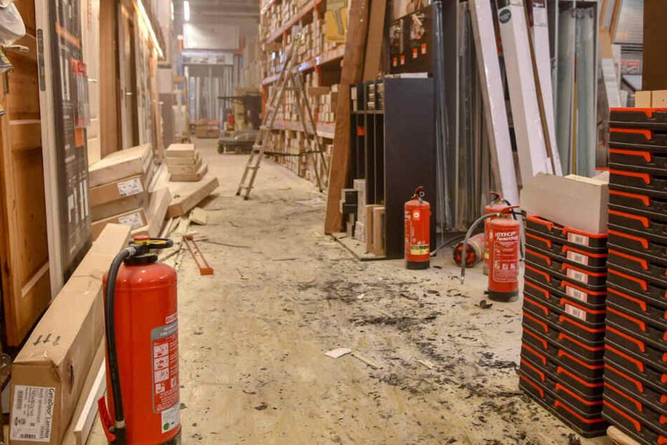 Teenie legt Feuer im Baumarkt: Mitarbeiter reagieren genau richtig