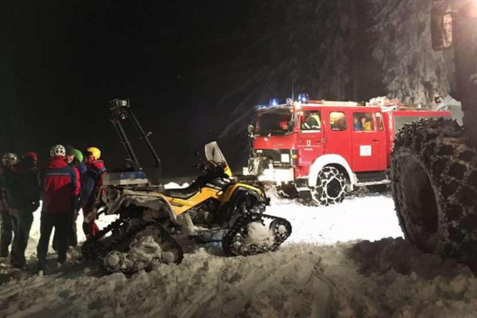 Sofort tot: Mann von schneebedecktem Baum erschlagen