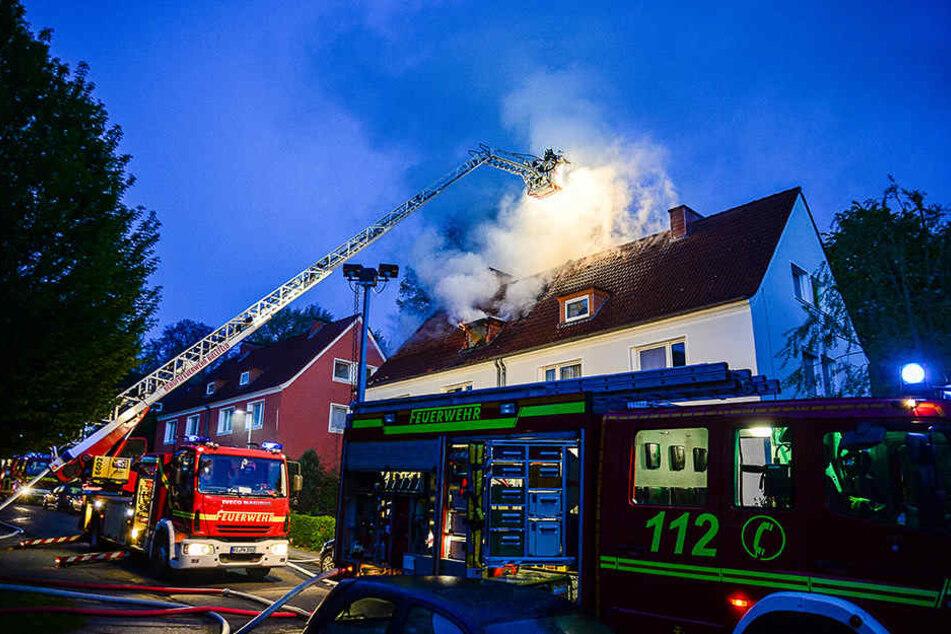Mit zwei Drehleitern rückte die Feuerwehr Bielefeld aus.