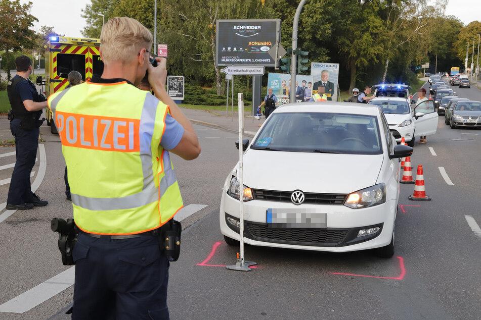 Ein Fußgänger wurde am Sonntagnachmittag in Chemnitz von einem VW erfasst und schwer verletzt.